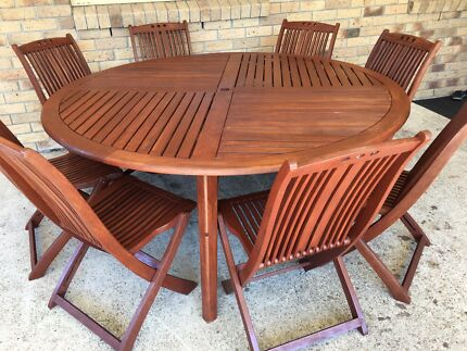 9PIECE (8SEATER) TIMBER OUTDOOR SETTING