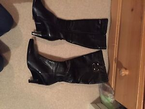 Black boot size 40 or 9.5