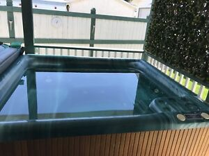 HOT TUB AND OUT-DOOR BAR - AWESOME SHAPE!