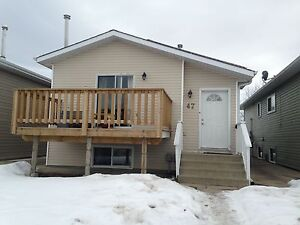 Beautiful 3 bdrm available in lacombe