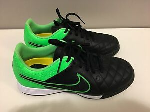 Nike junior indoor soccer shoes - size 5 Y