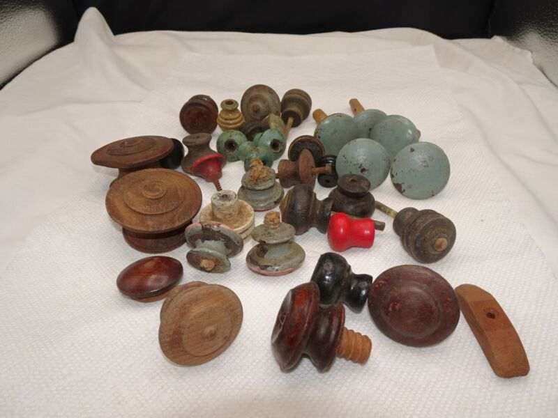 ANTIQUE AND VINTAGE LOT OF 35 VARIOUS WOOD KNOBS