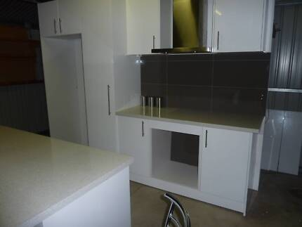 Quality Ex Display Kitchen Easy care Gloss White doors and panels Belmont Geelong City Preview