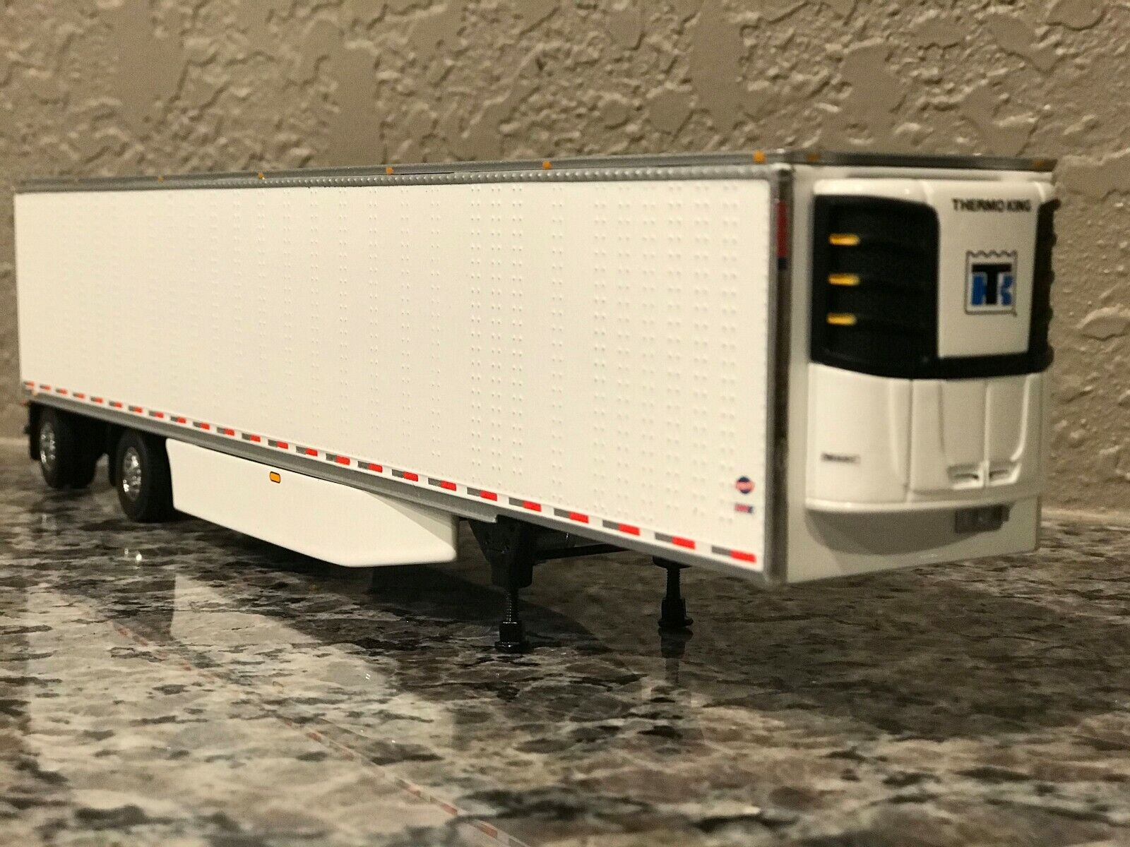 WHITE SPREAD AXLE DCP 1/64 53' UTILITY TRAILER W/ NEW THERMOKING REEFER SKIRTS