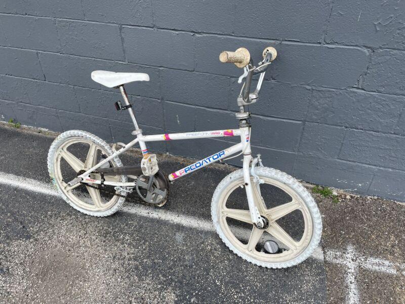 BMX Bike 1988 SCHWINN PREDATOR Freeform MAG Original Vintage Old School White