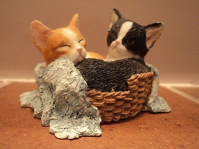 VINTAGE (SHERRATT AND SIMPSON) CATS/KITTENS IN BASKET-HAND PAINTED/CRAFTED-MINT.