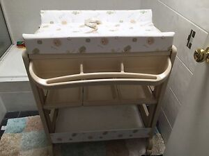Baby bath / change table Kanwal Wyong Area Preview