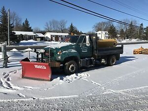 2001 GMC C6500 Low Pro & Boss V Plow
