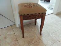 Traumhaft schöner Biedermeier Stuhl mit handgesticktem Gobelin Hessen - Hohenstein Vorschau