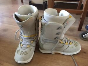 Snowboard boots $20