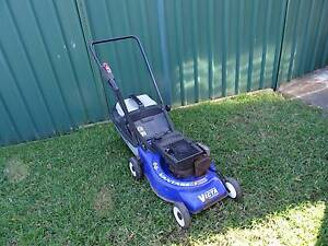 VICTA VANTAGE LAWN MOWER - 2 STROKE - IN GREAT COND! Mount Druitt Blacktown Area Preview