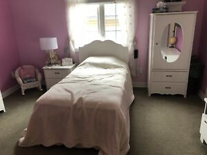 URGENT - BEDROOM SET (GIRLS)
