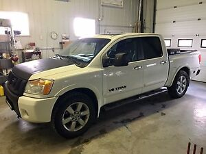 2010 NISSAN TITAN LE ALL OPTIONS...OFFERS