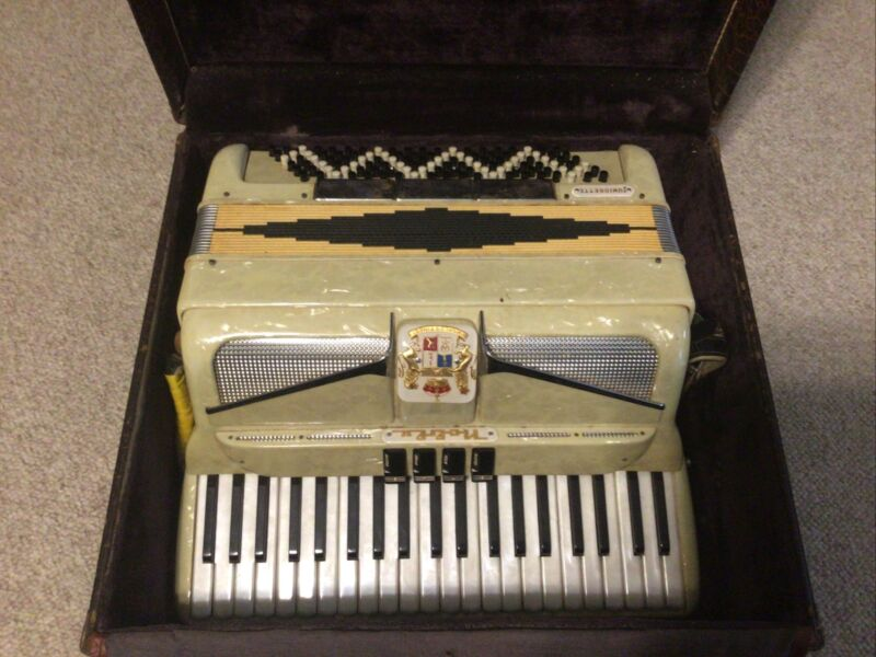 Vintage Noble ACCORDIAN And Case Antique World's Finest Juniorette Pearl Must