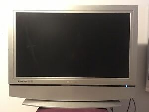 Olevia 37inch 1080i flat screen tv