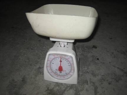 2 kitchen scales.