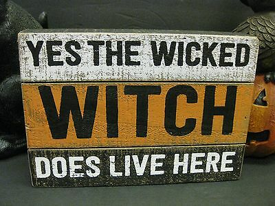 HALLOWEEN WOODEN Wall SIGN YES the WICKED WITCH DOES LIVE HERE! PRIMITIVE  - Wooden Halloween Signs