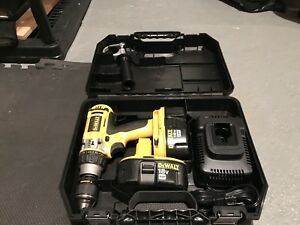 18V hammer drill in mint shape 2 batteries and case