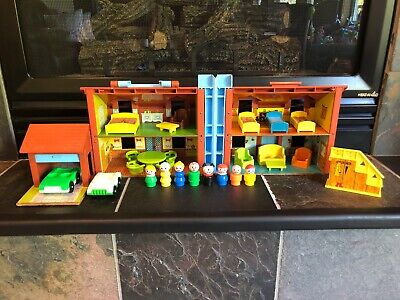 Vintage Fisher Price Little People Tudor House 952 Complete w/ Loads of Extras