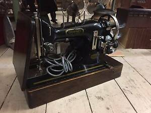 Vintage A.W. Dobbie Deluxe Adelaide Sewing Machine 77 Motor Lamp Queenstown Port Adelaide Area Preview
