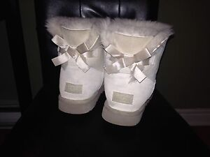 Bailey Bow Uggs Size 9 Great condition