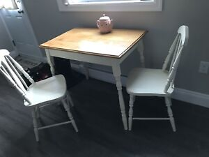 Kitchen table and 2 chairs set