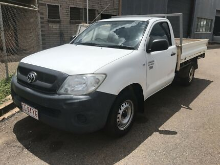 09 TOYOTA HILUX 2WD WITH 95K'S