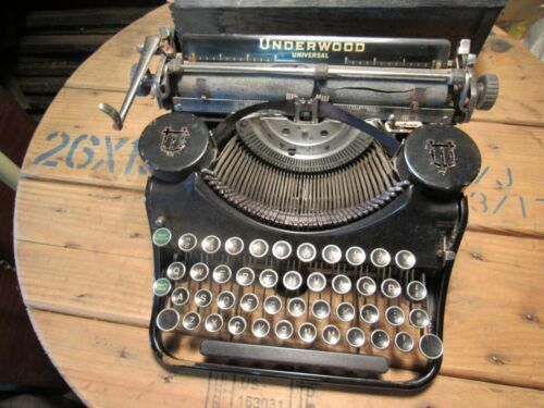 Antique Underwood Universal Portable Typewriter.