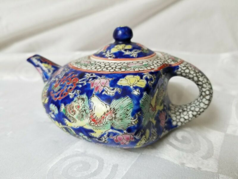 Antique Chinese Qianlong Teapot 18th Century Porcelain Foo Dogs Blue Red Flowers