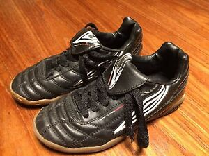 Umbro Kids Indoor Soccer Shoes