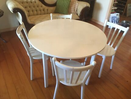 Small Round Dinner Table 4p
