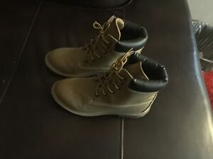 SIZE 9.5 SPRIT WINTER BOOTS TIMBERLAND STYLE LIKE NEW