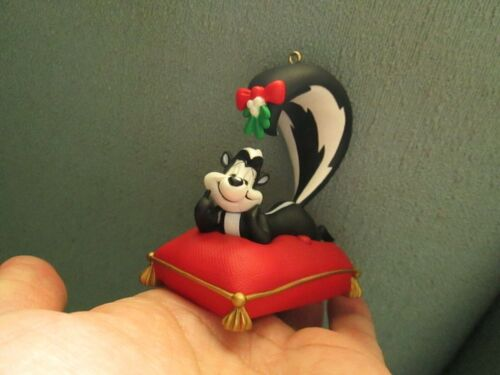 Rare Talking Pepe Le Pew Looney Tunes Christmas Ornament Mistletoe Cartoon Skunk