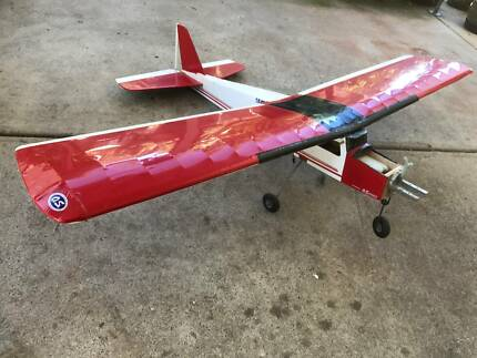 RADIO CONTROL MODEL PLANE WITH QS LA 40 ENGINE.R/C NEEDED.