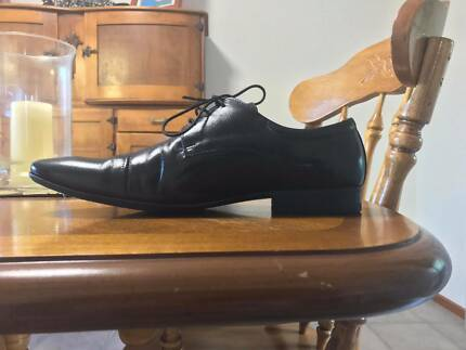 Florsheim shoes black size 45 worn once.