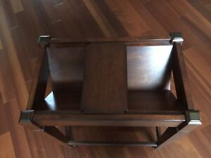 End table/book holder