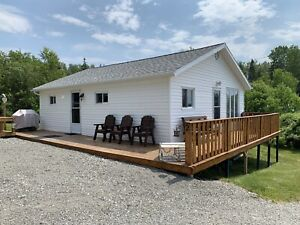 Seasonal waterfront cottage rental