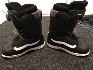 Vans BOA snowboard boots for kid size 4