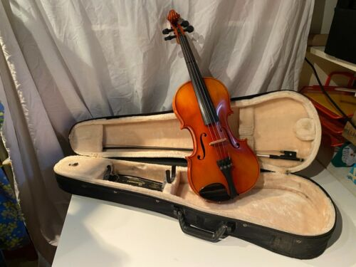 Suzuki 4/4 full size violin complete with case,bow, shoulder rest - No.220 JAPAN