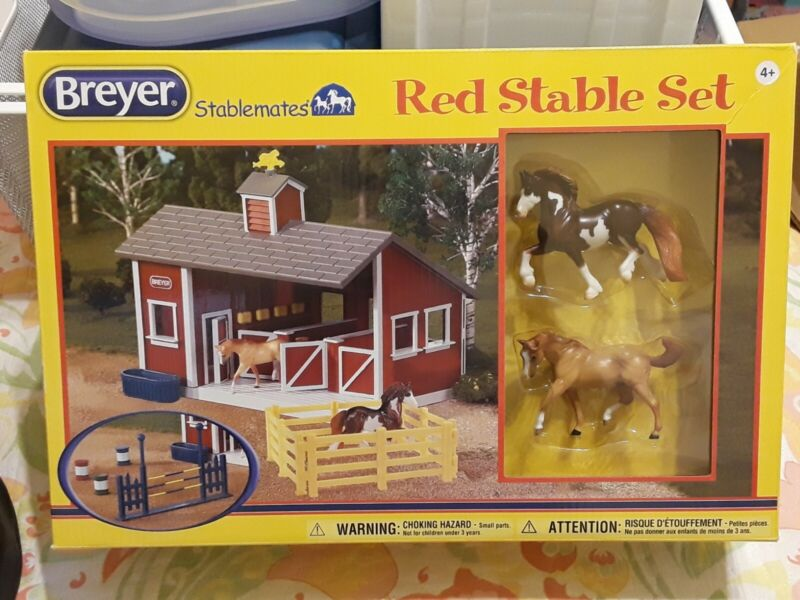 Breyer Stablemates Red Stable Set w/ Two Horses Fences Jumps [2014] 59197 NEW