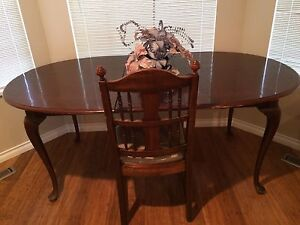 Queen Anne Wood Kitchen Dining Table w/ Leaf