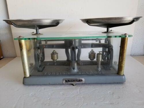 """The Torsion Balance Scale Style IL-1  No.54439  Cap. 41/2KG w 2 9"""" Pans Vintage"""