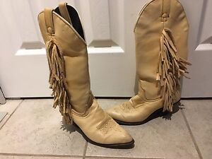 Ladies western boots Size 7