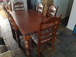 Great timer dining table Hampton Park Casey Area Preview