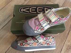 Girls Keen Sula Shoes, NEW in the box, size 5