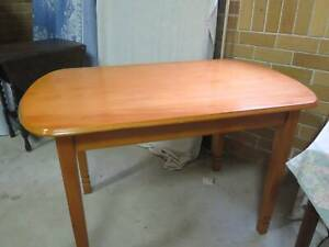 Beautiful wooden dining table, in great condition - free