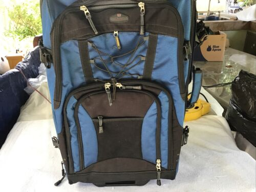 Ricardo Of Beverly Hills 24 Inch Luggage Preowned Suitcase - $76.00