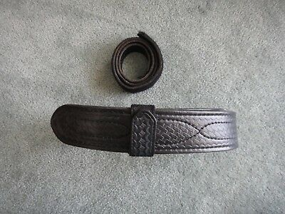 Used Safariland Duty Belt Size 28 Basketweave With Velcro Inner Belt