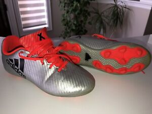 Used Boys size 2Y boys soccer shoes