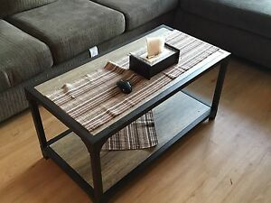 3 pieces of coffee table in excellent condition